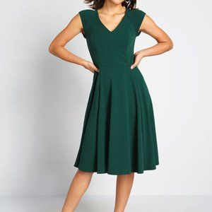 Modcloth Green Date Night Done Right Dress *Flaw*